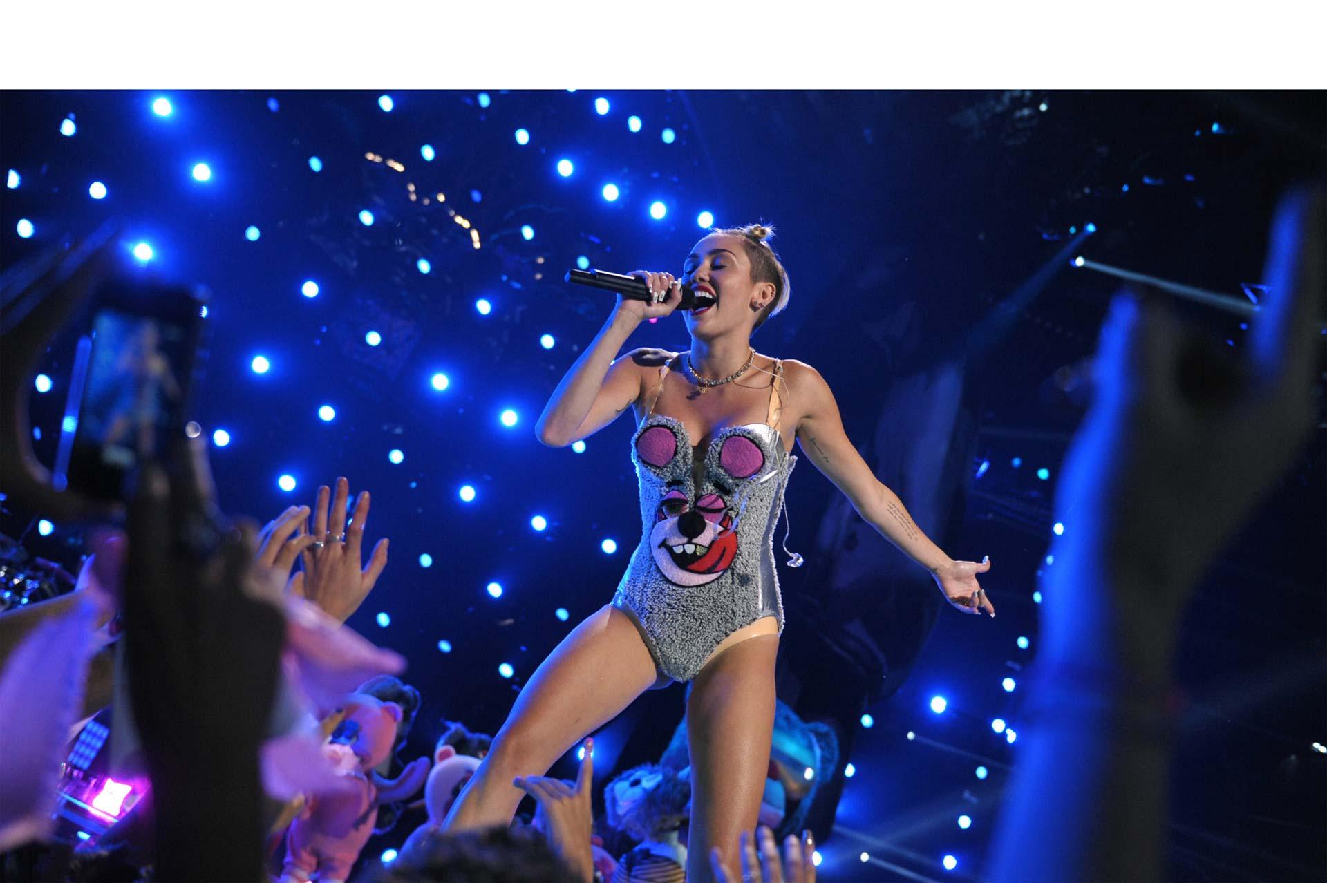 La cantante conducirá los MTV Video Music Awards