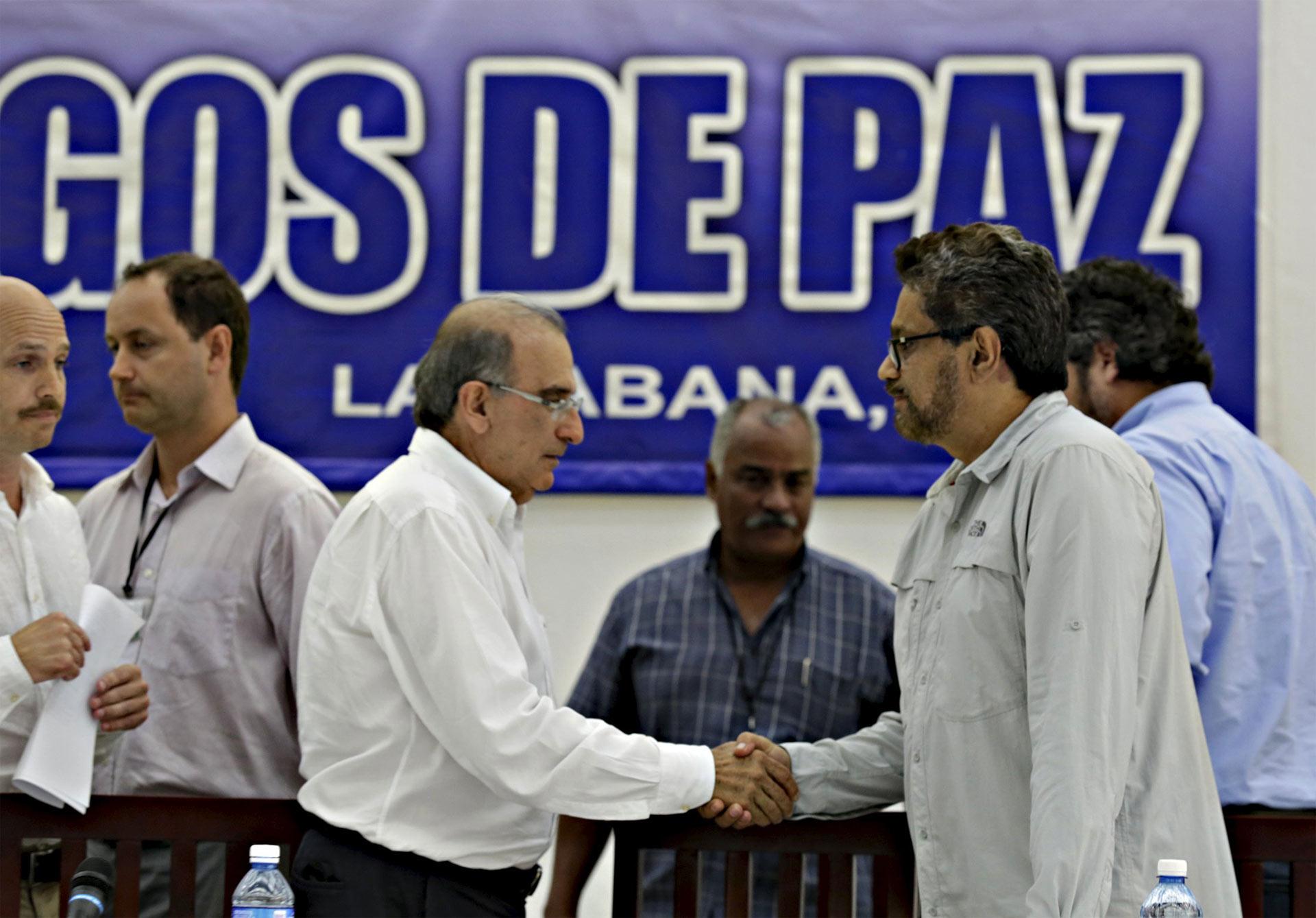 El gobierno colombiano y las FARC están más cerca de terminar el conflicto paramilitar con un acuerdo firmado este domingo en La Habana