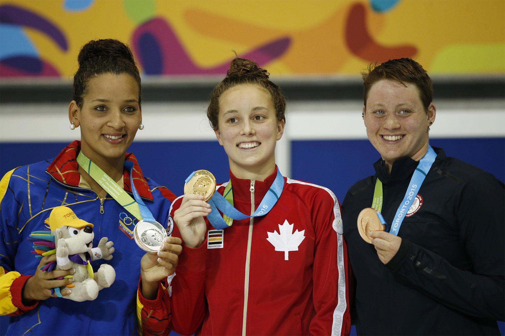 La nadadora concluyó en 4:08.67 en la piscina del Centro Acuático de Toronto