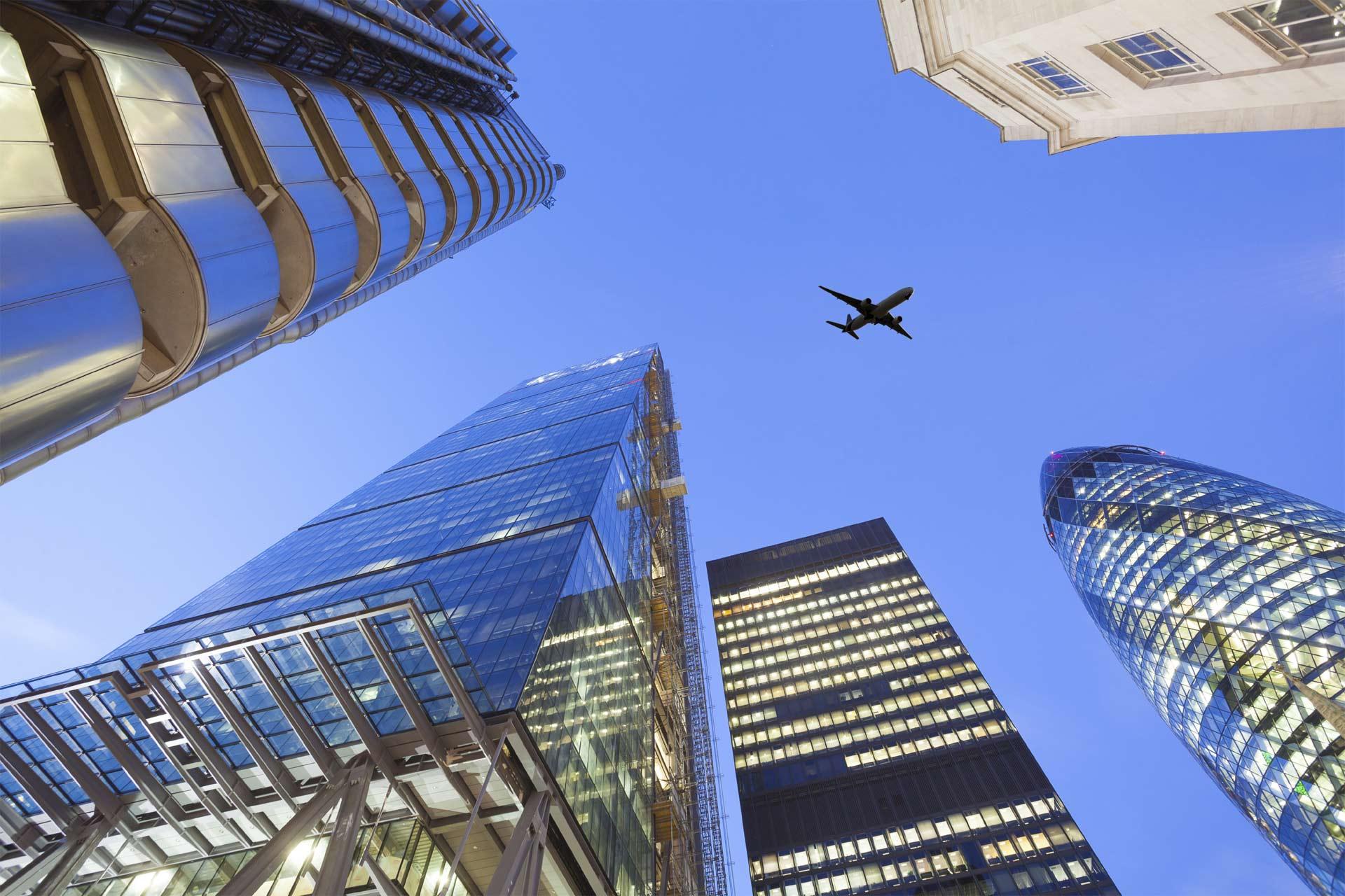 Por suerte para los viajeros, los bancos no tienen contemplado dejar de ofrecer programas con millas