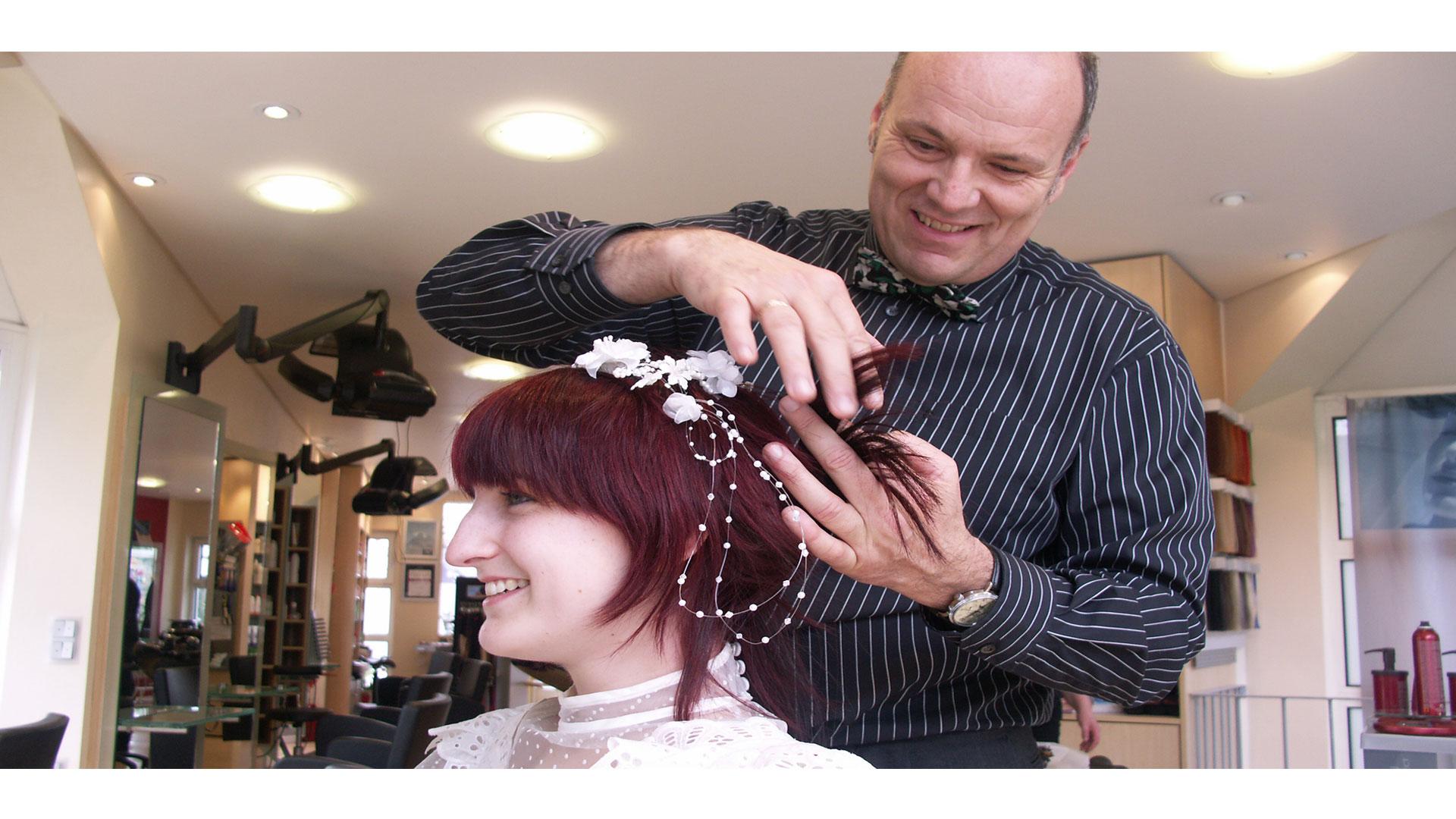 """La mayoría suelen optar por llevar el cabello recogido, pero en la variante del """"perfecto imperfecto"""""""