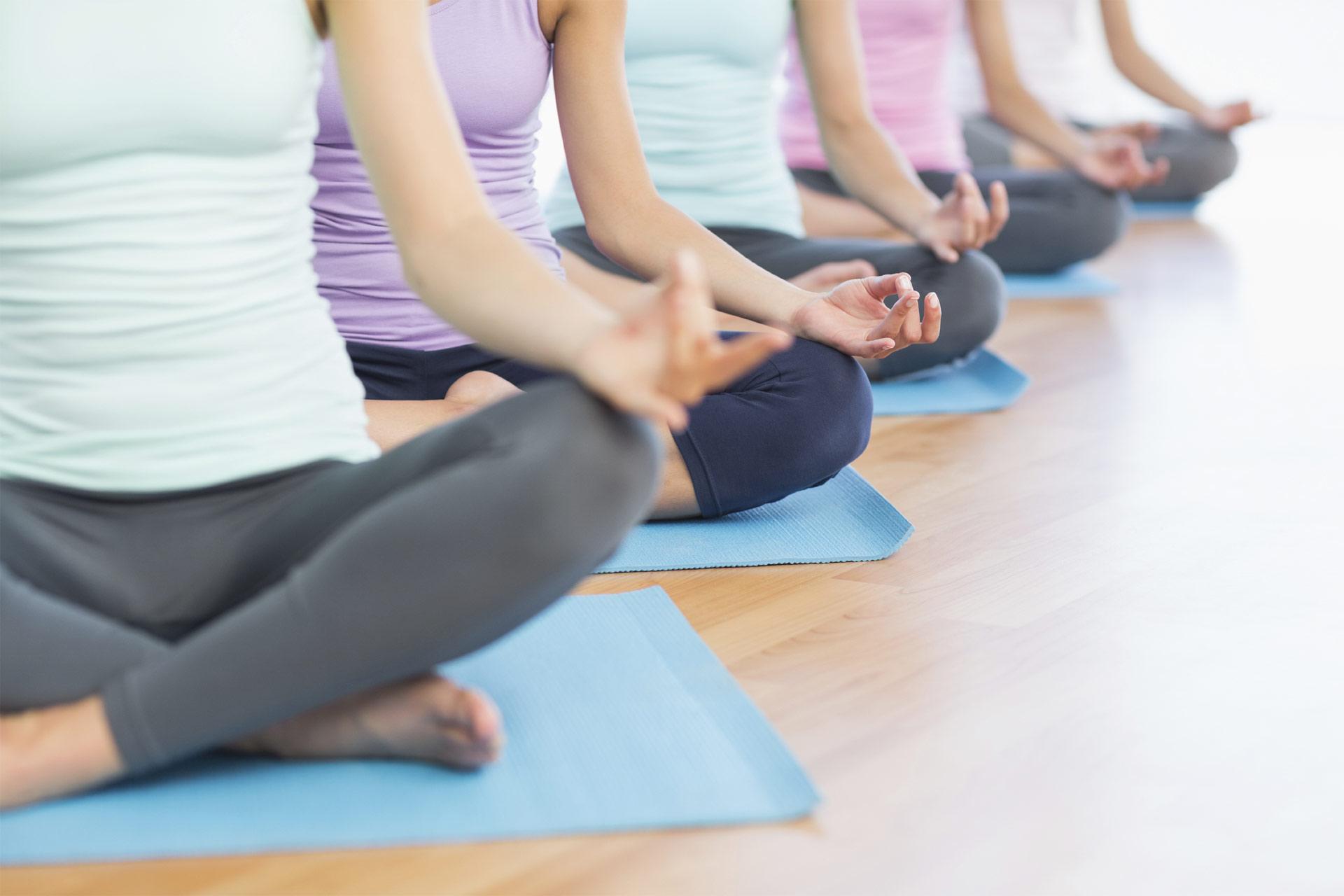 Esta modalidad del yoga ayuda a eliminar las toxinas de todo el cuerpo y a ser más flexible debido a la temperatura en la que se practica