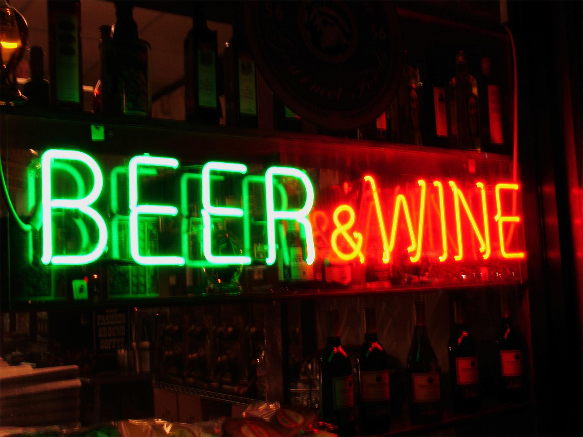 Para algunos, el vino tiene mayores beneficios que la cerveza. Te sorprenderá saber que ambas bebidas no son tan diferentes