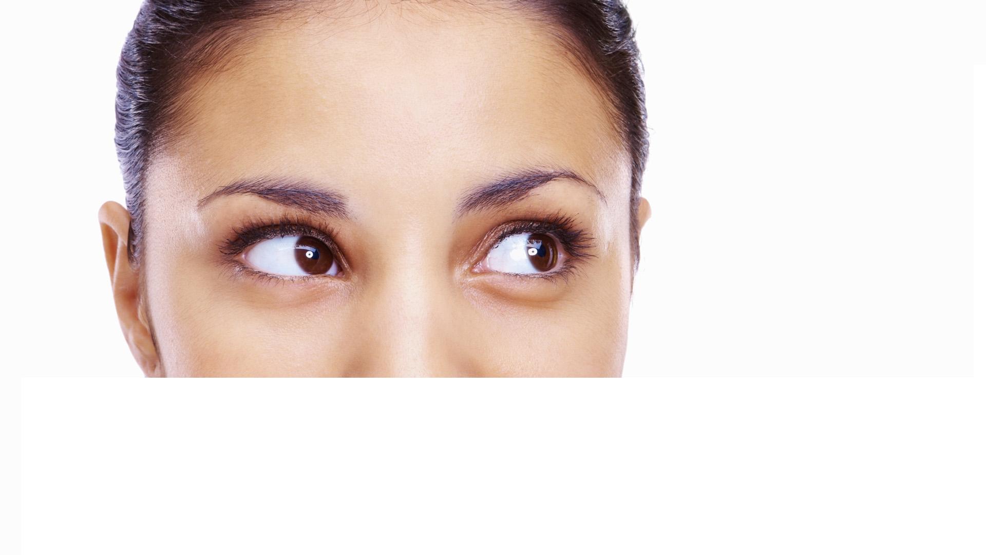 El ojo seco es una condición de secreción lagrimal que puede prevenirse utilizando lagrimas artificiales para evitar irritaciones que afecten gravemente la vista