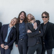 Foo Fighters rinde honor a París