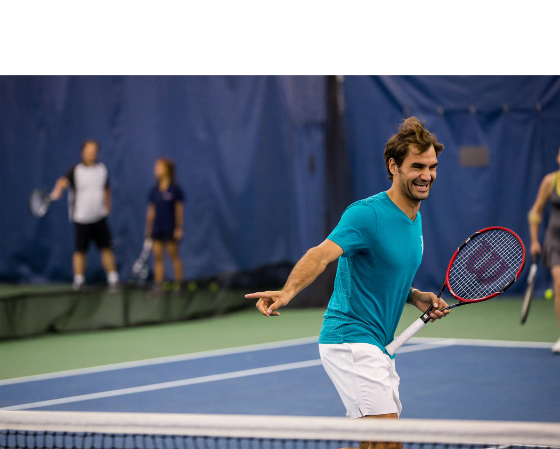 El tenista suizo venció este martes por 7-5 y 6-2 en la segunda fecha al serbio y se clasificó al Masters de tenis de Londres
