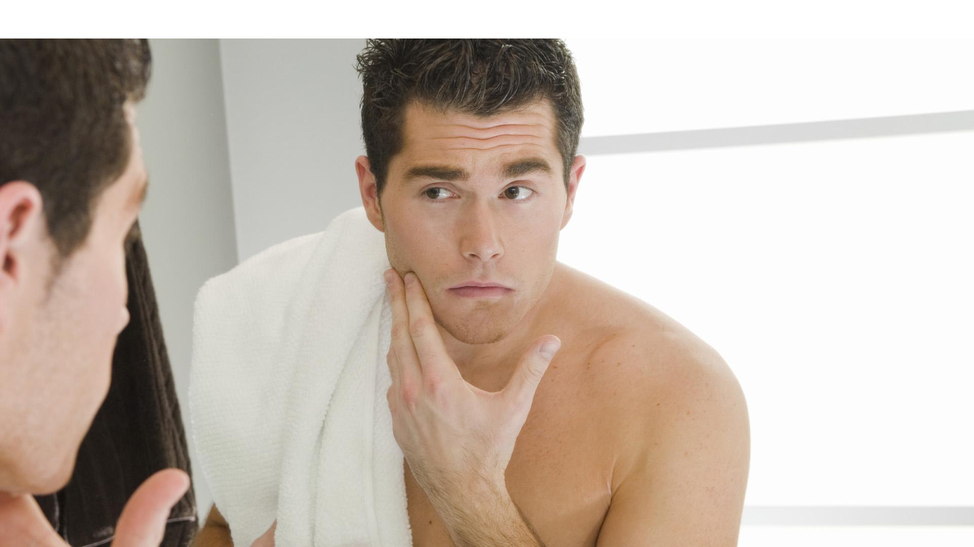 Aunque el cuidado de la imagen de los caballeros se ha incrementado, aún existen actividades que generalmente no realizan como exfoliarse y usar crema corporal