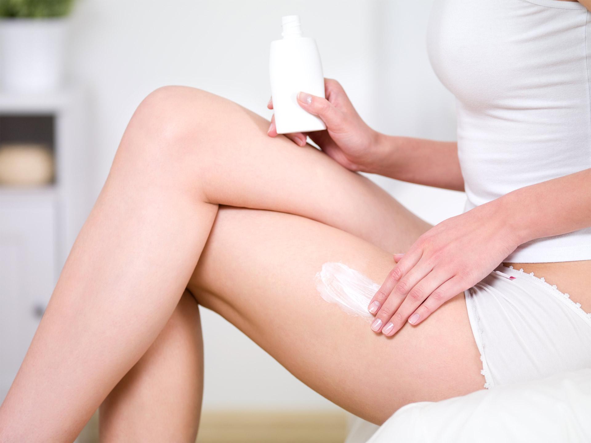 La piel se puede ver afectada por distintos factores, por esta razón es recomendable utilizar cremas y tener una nutrición balanceada para evitarlo