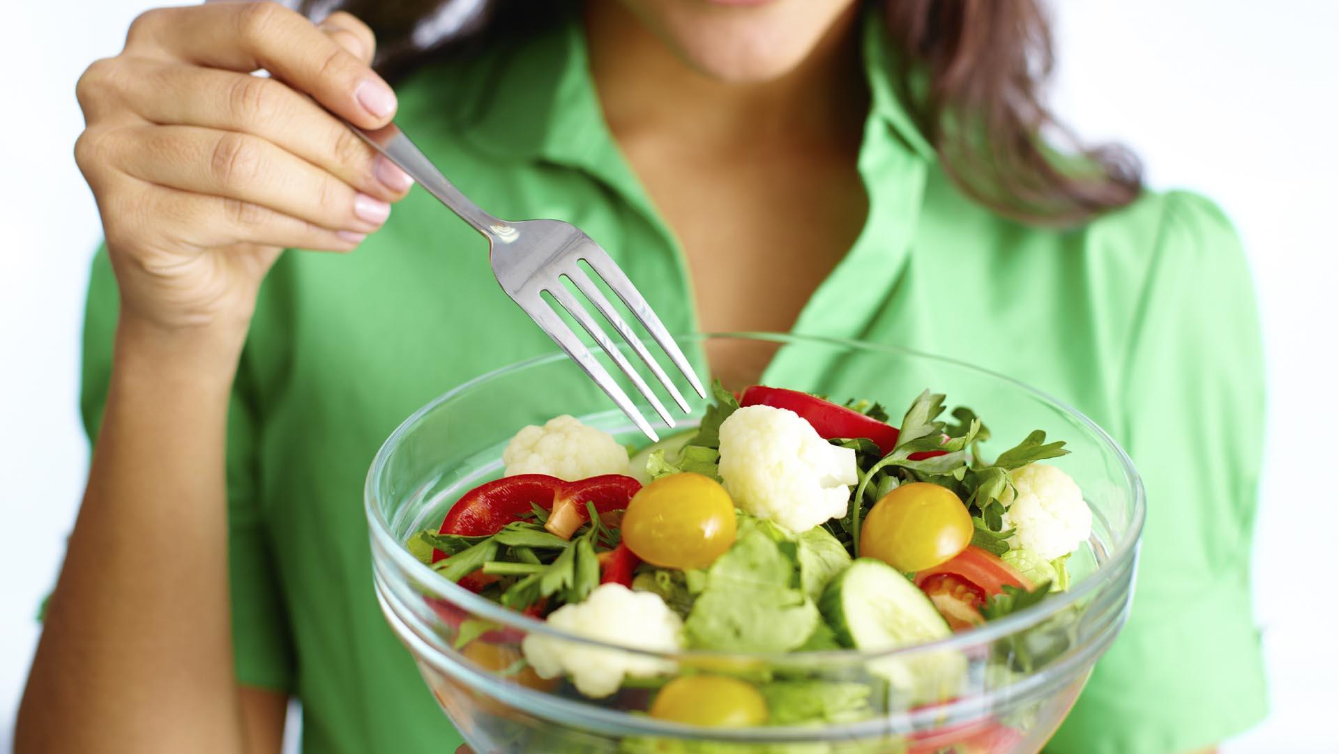 Lo más recomendable para prevenir infecciones se debe consumir alimentos que mejoren las defensas