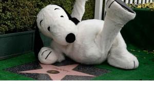 Snoopy recibe su estrella en el Paseo de la Fama de Hollywood