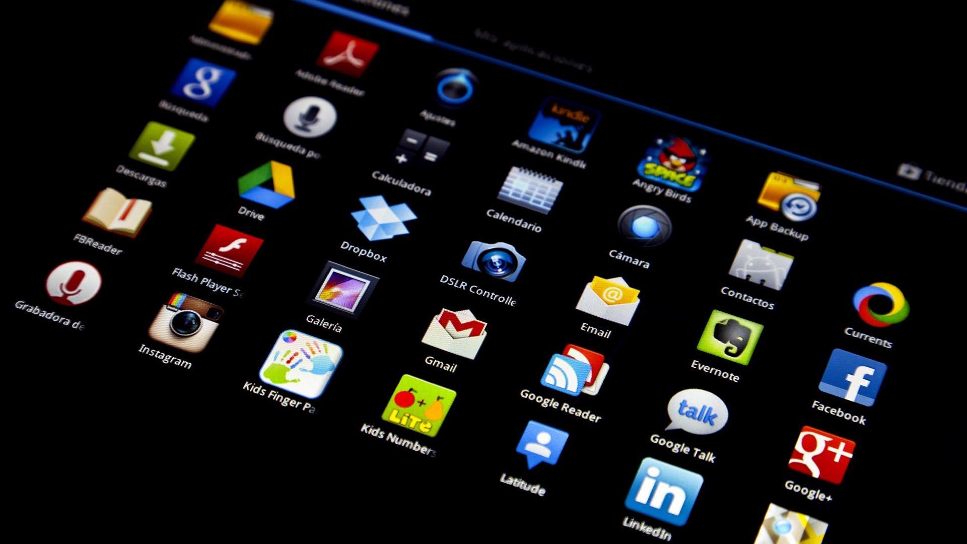 Durante 2015 Facebook posicionó tres apps, Google cinco y Apple dos como las más descargadas