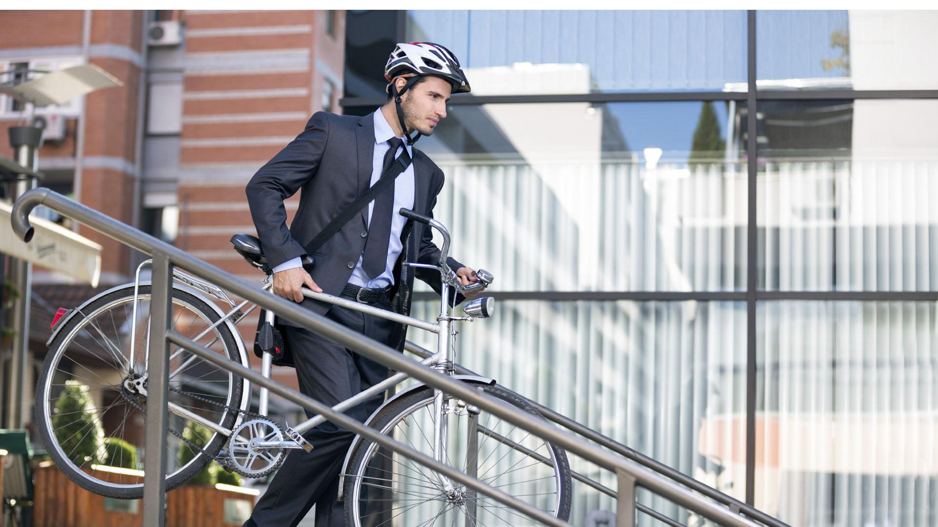 La capital noruega pretende estar libre de vehículos en cuatro años, mientras que la cuidad alemana Hamburgo plantea lograrlo en dos décadas