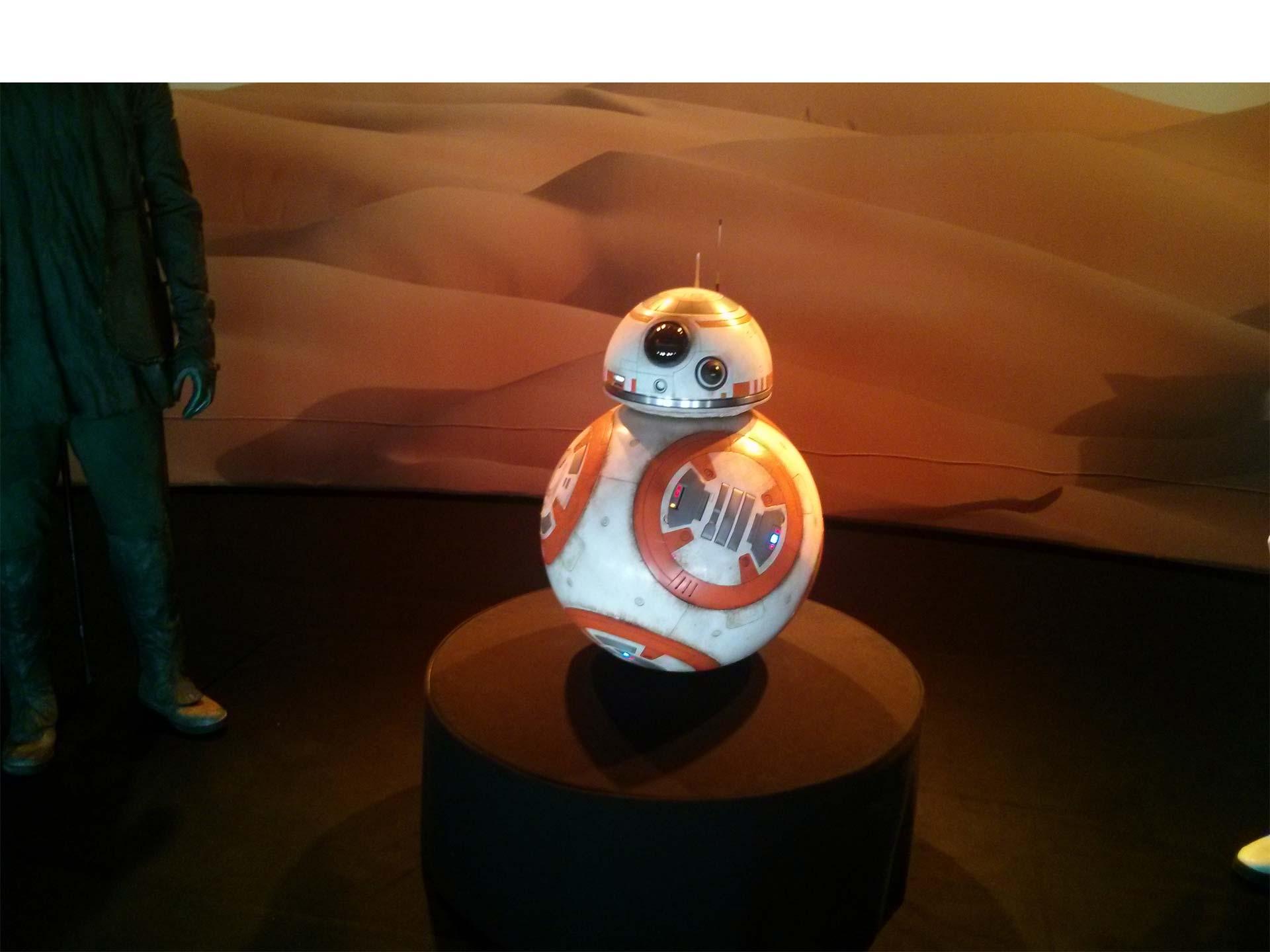 El fanático de Star Wars podrá comprar una nueva pulsera para controlar al popular robot de la última película de la saga
