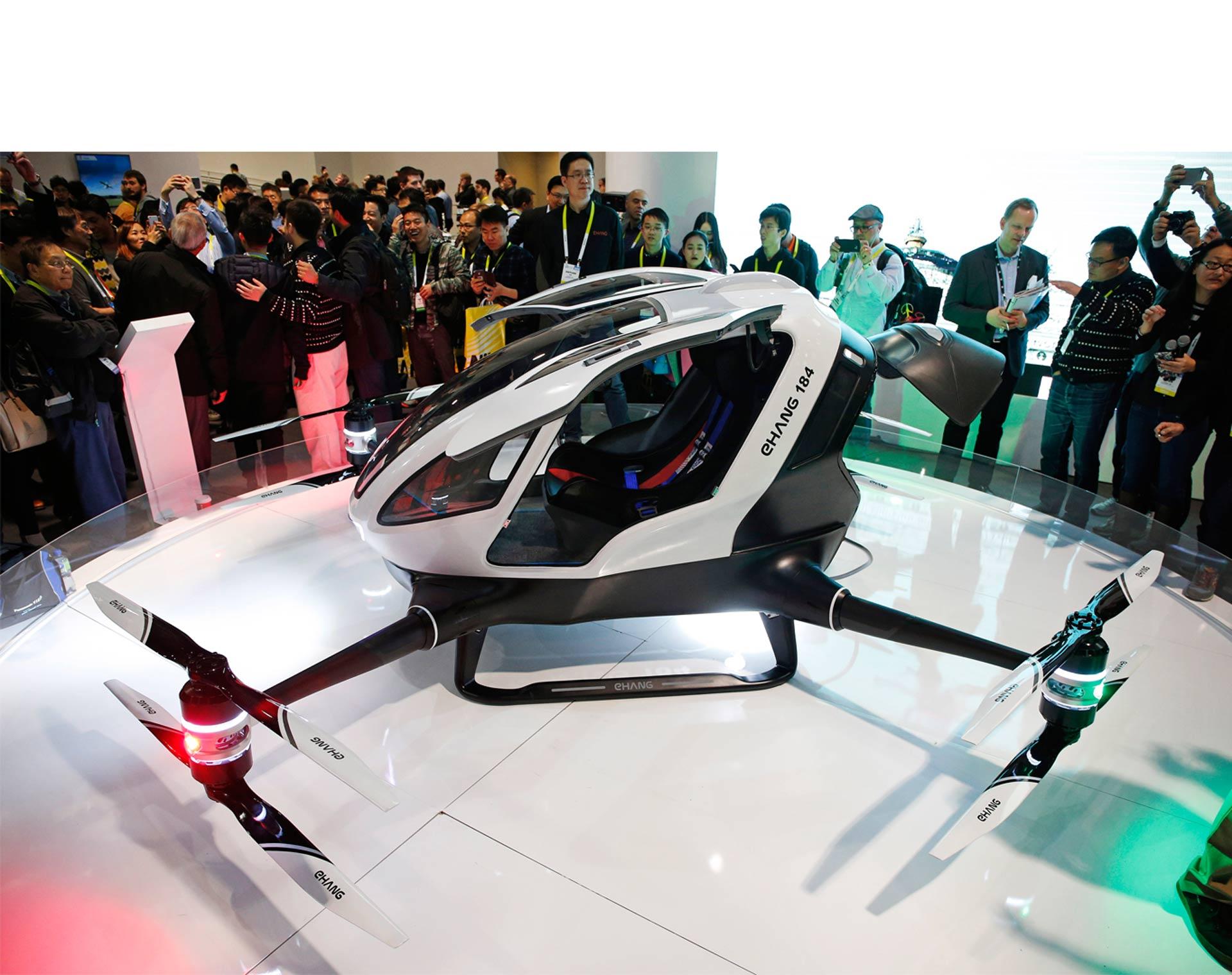 Un fabricante chino presentó uno de los primeros aparatos voladores de este tipo diseñado para transportar pasajeros