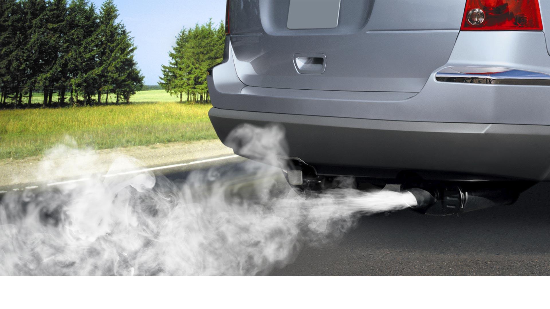 Un ingeniero desarrolló un sistema que no sólo reduce los gases contaminantes de los vehículos, sino que permite gastar menos gasolina