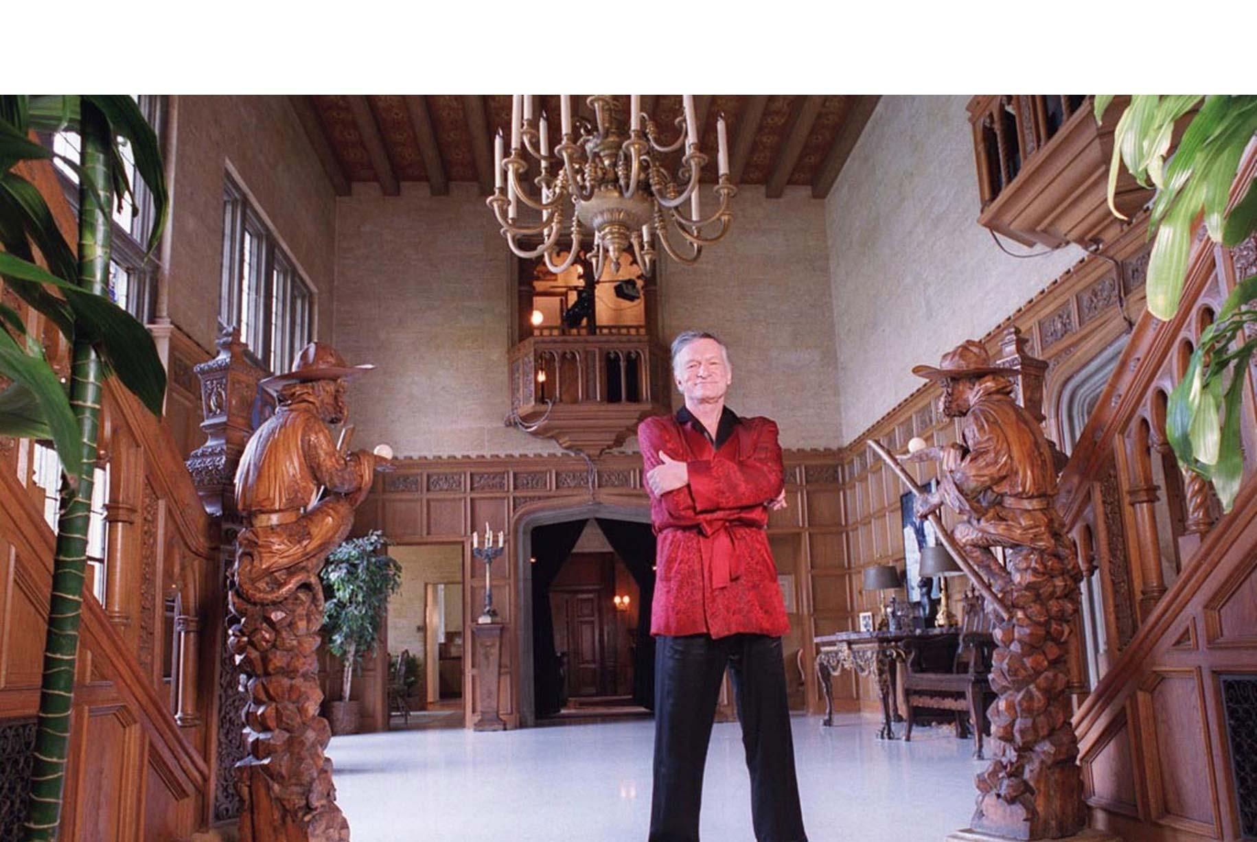 El comprador tendrá que permitir a Hugh Hefner seguir viviendo en la propiedad
