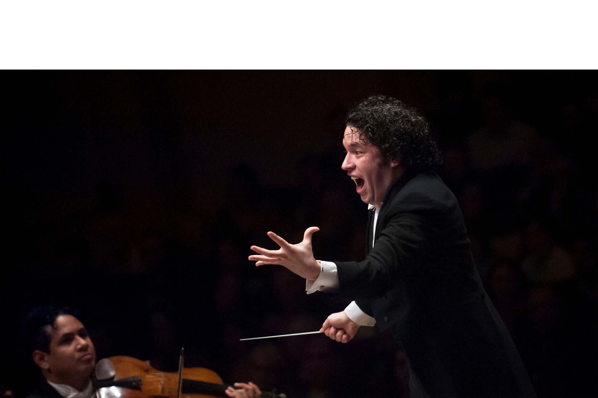 Gustavo Dudamel dirigirá a la Orquesta Juvenil de Los Ángeles en el show del entretiempo de la magna cita deportiva