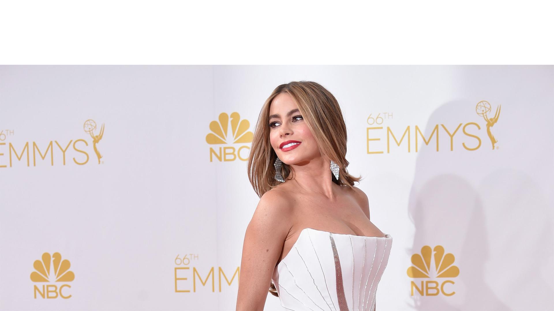 La actriz colombiana también reveló que su busto es natural y habló sobre la diversidad en Hollywood en una entrevista para The EDIT