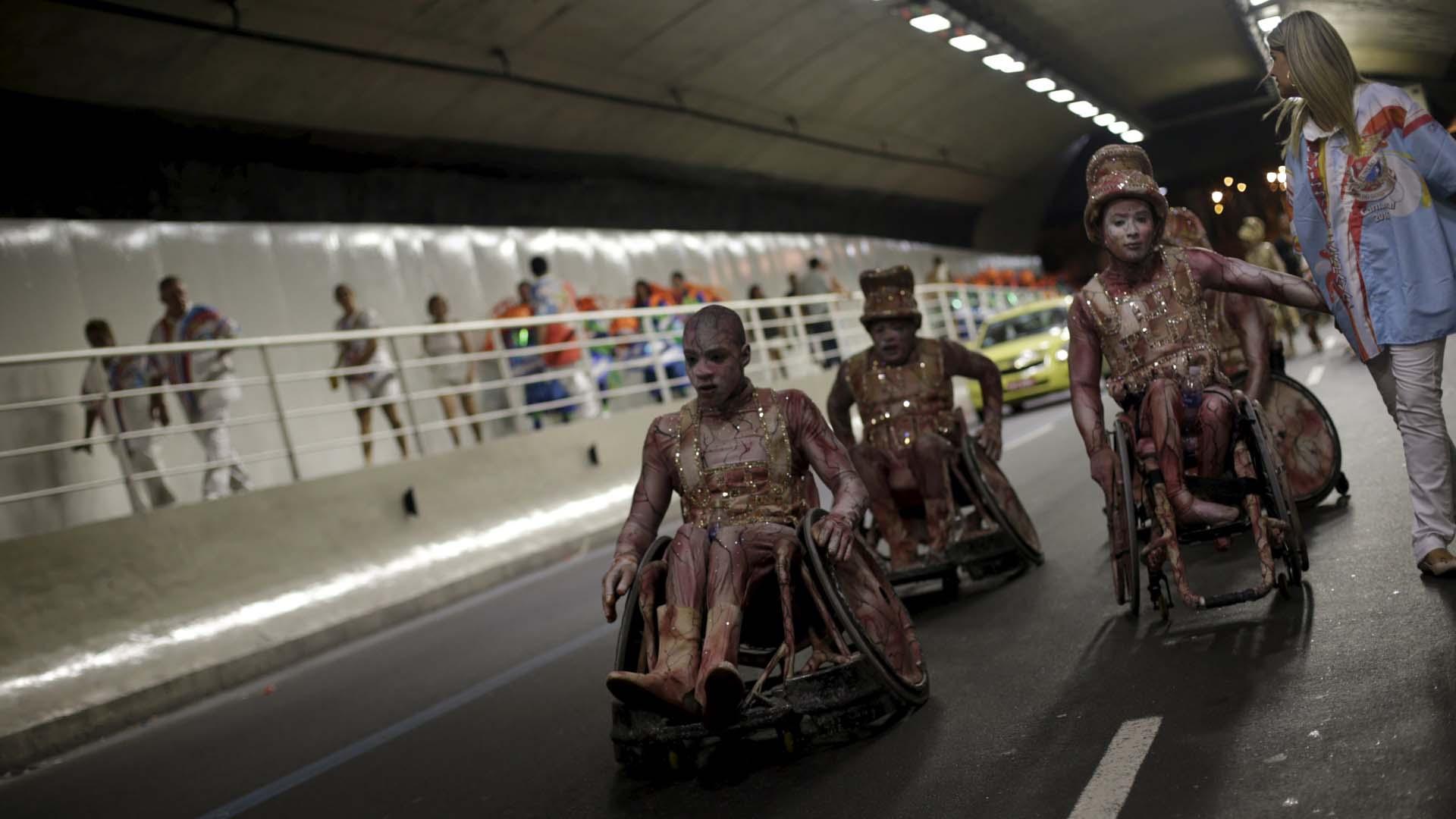Protagonizaron acrobacias increíbles en las carrozas que competían en el carnaval carioca y pusieron las fiestas a sus pies