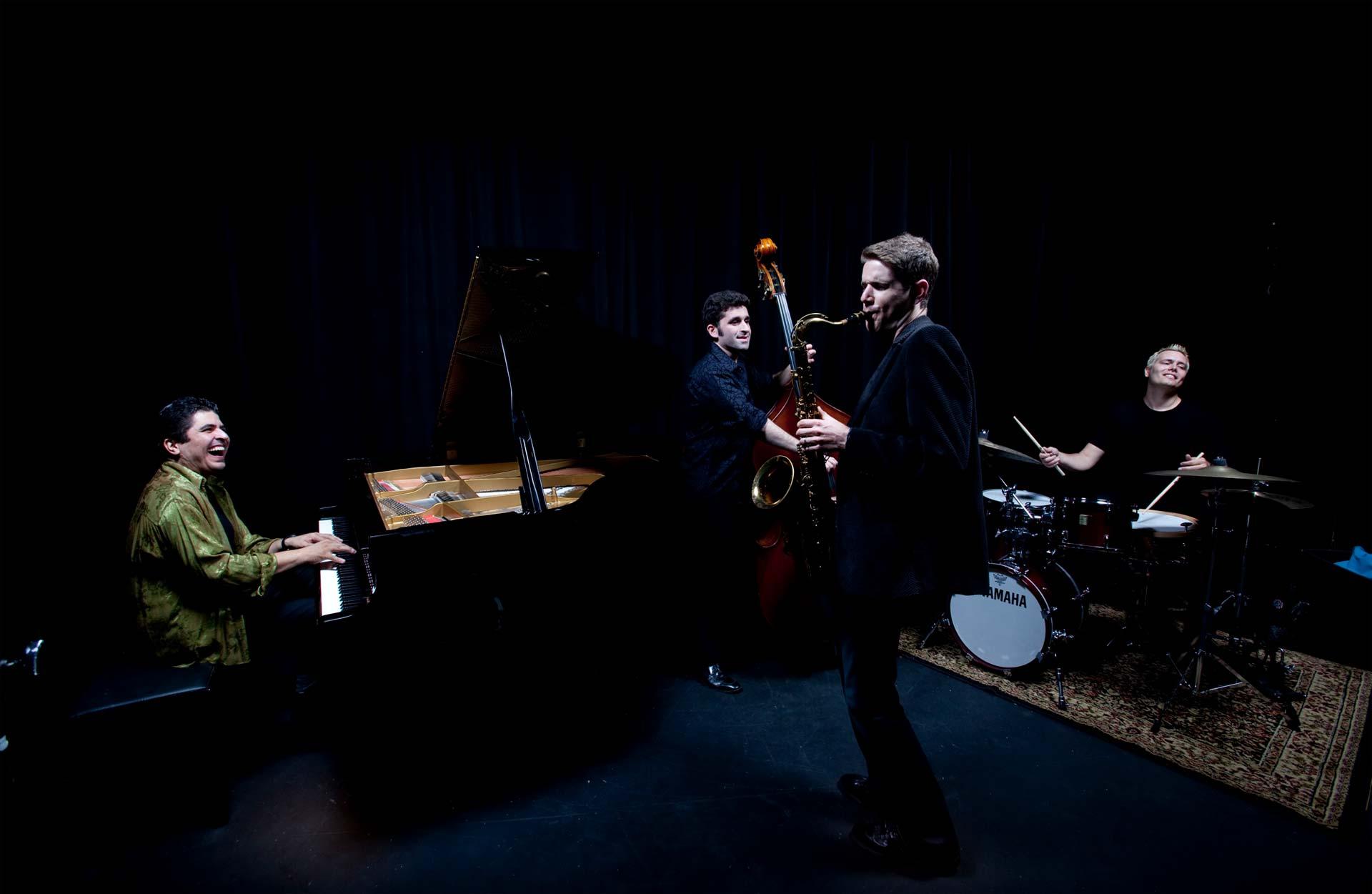 El pianista Otmaro Ruiz está nominado a los Grammys en la categoría Mejor arreglo instrumental-vocal