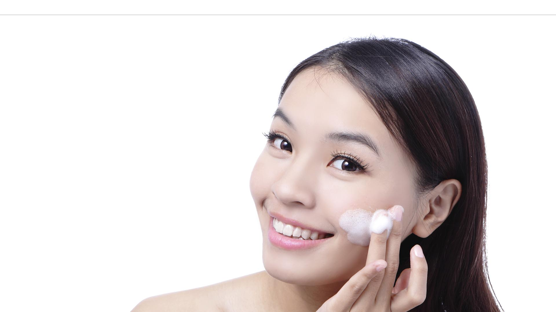 Para combatir los efectos que van degenerando la vitalidad de la piel, la primera recomendación es evitar ser esclava del maquillaje