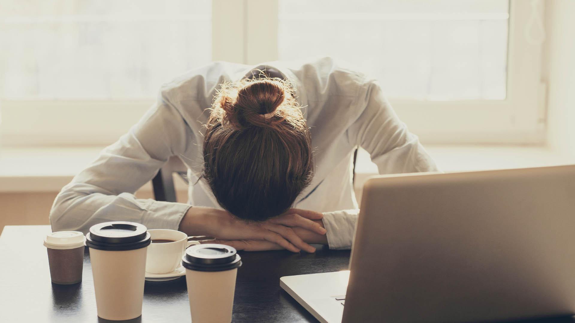 El Síndrome del Burnout es como se denomina al constante estrés y agotamiento emocional por ir a trabajar
