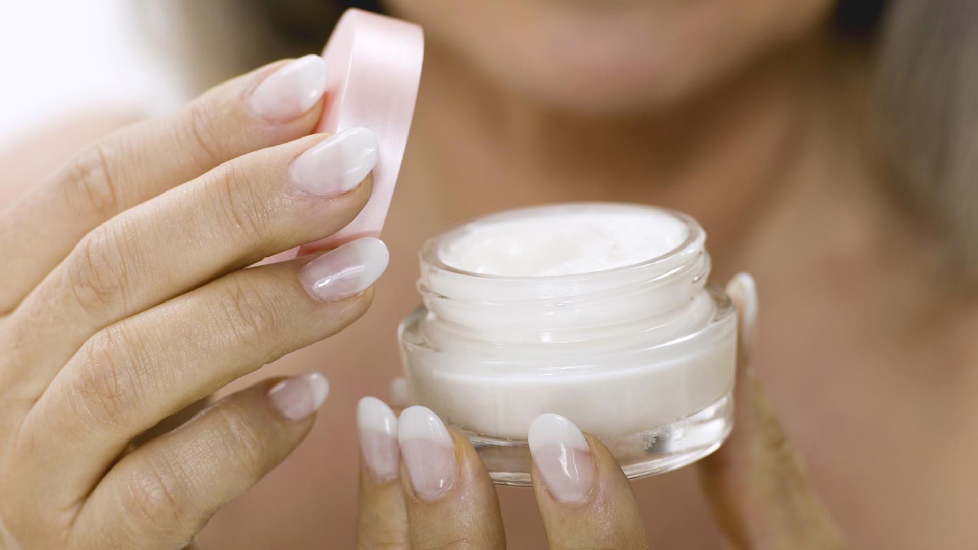 Así como se toma en cuenta el tipo de piel, cuando se coma un cosmético, las cremas antiarrugas actúan según quien se las aplique
