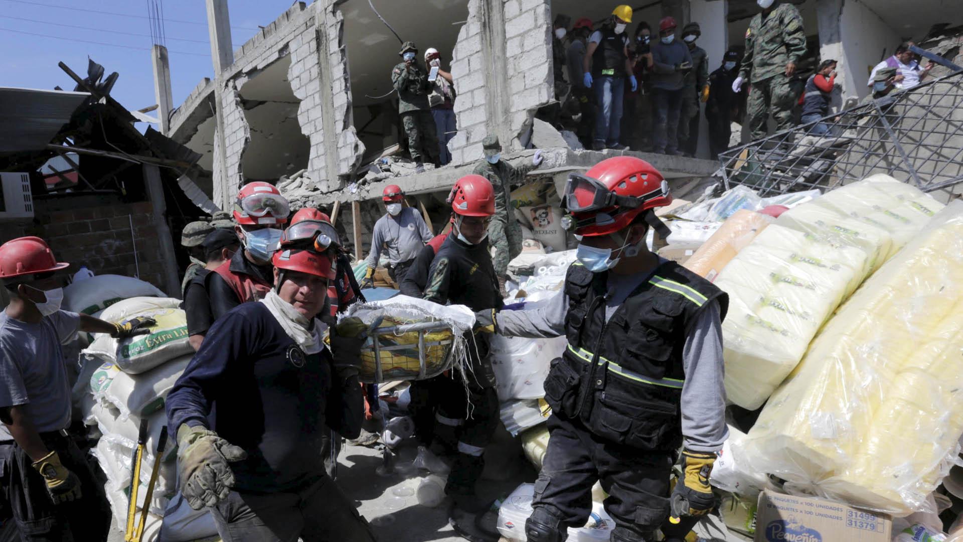 En una estructura colapsada hallaron con vida a un abuelo tras trece días del terremoto de 7,8 que sacudió las costas del país vecino