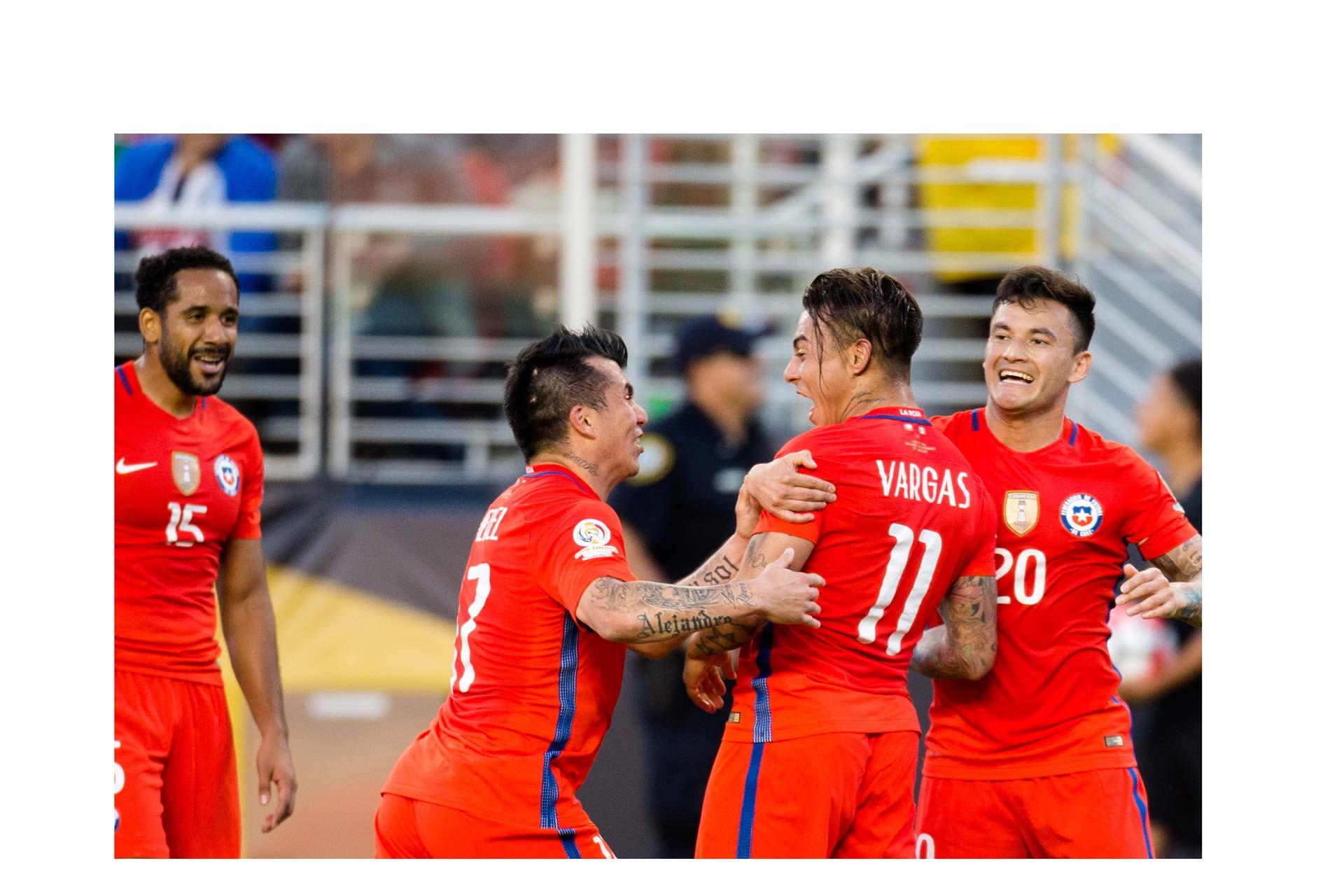 Chile goleó 0-7 a la selección de México y continúa con la esperanza de retener la Copa