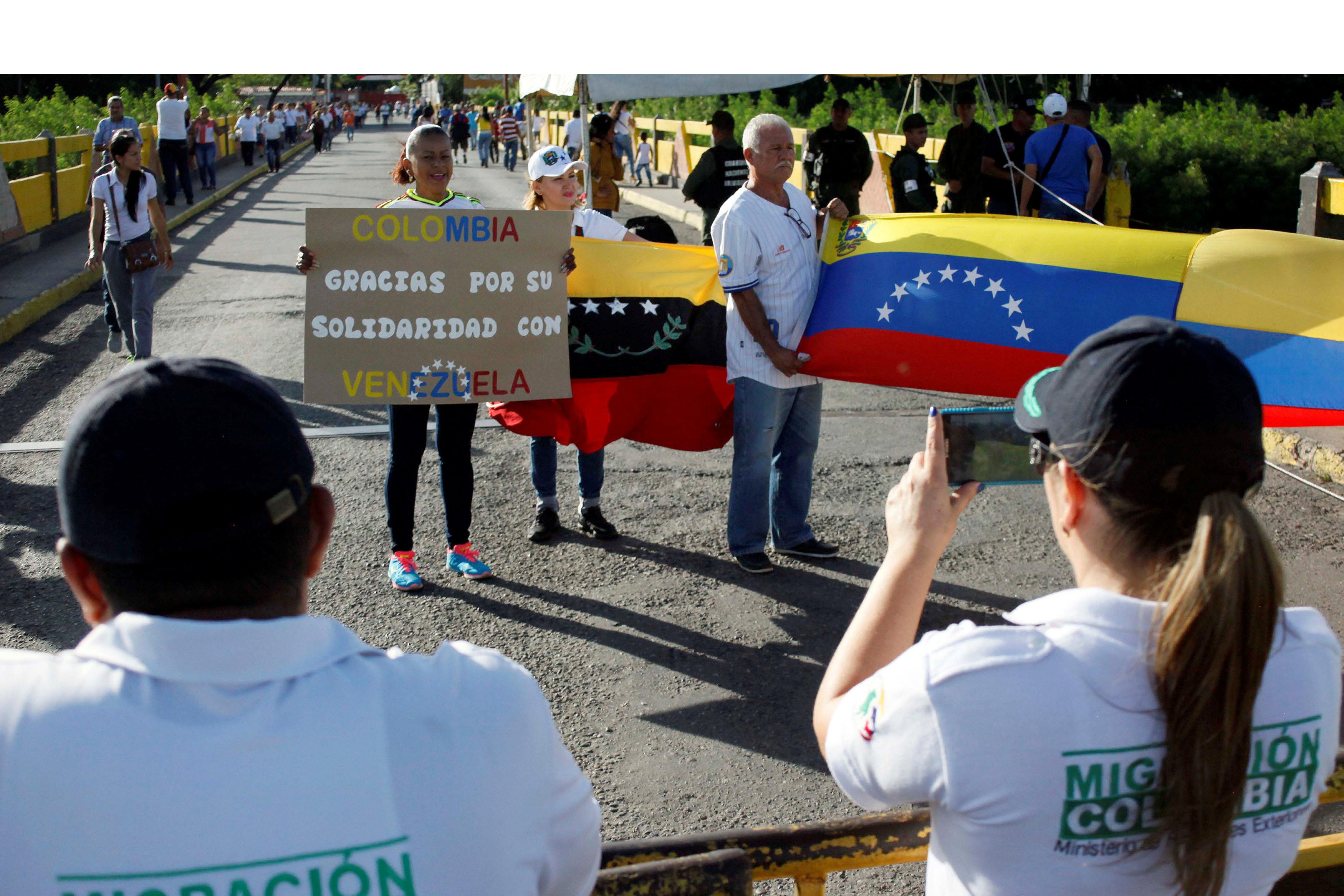 Miles de venezolanos se fueron a la hermana república de Colombia a realizar compras necesarias durante este domingo