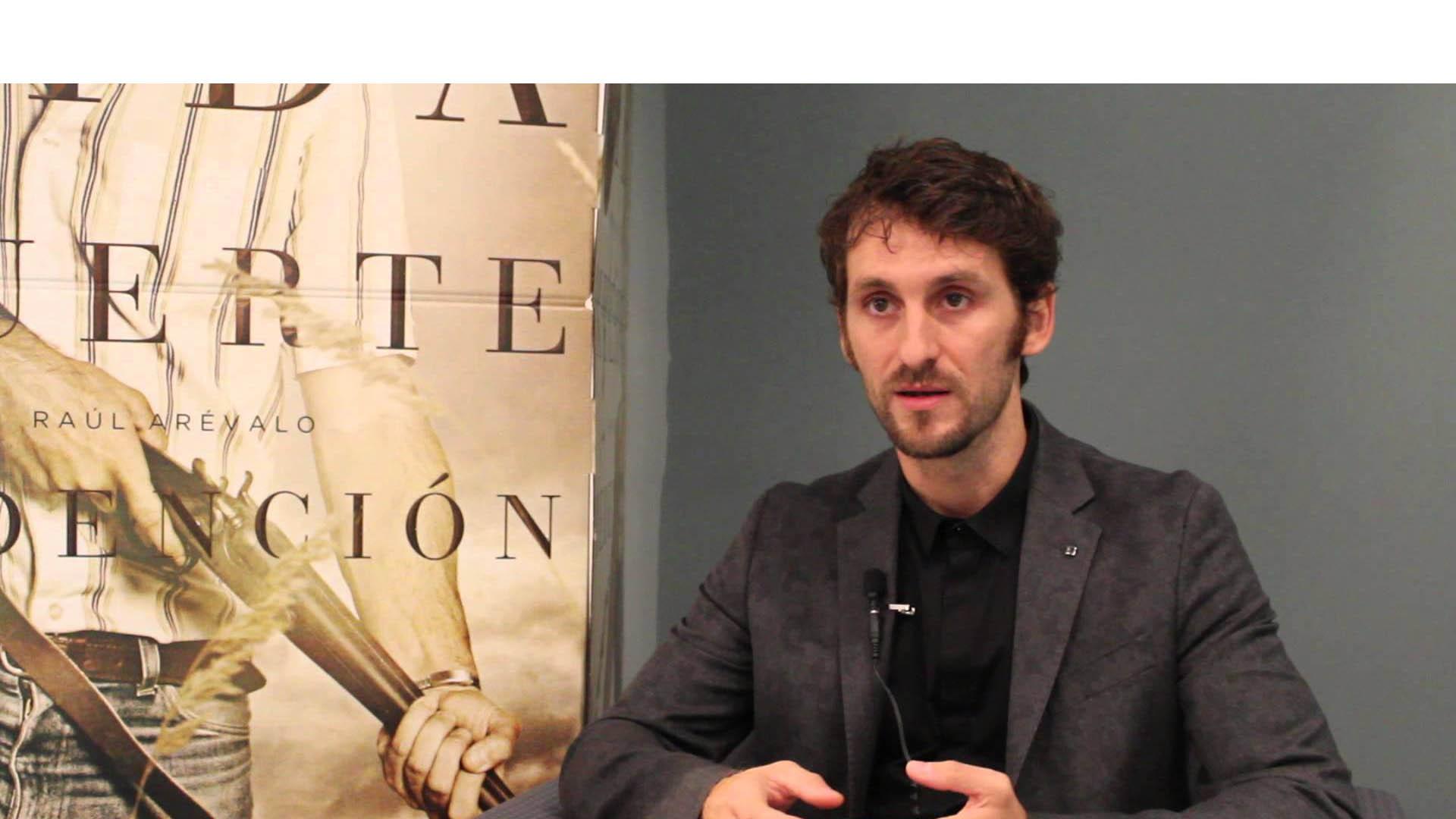 En su estreno como director, el español expreso su emoción a través de su cuenta en la red social Twitter