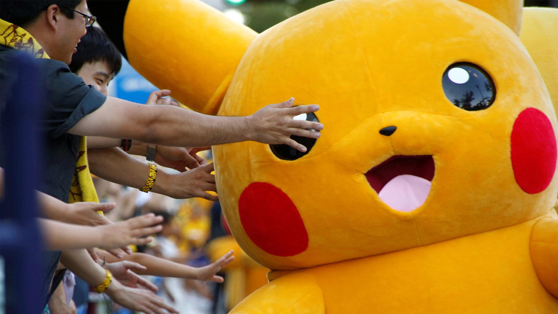 El singular personaje de la serie Pokémon, paseo por las calles Entreteniendo a las personas quienes tomaban fotos y reían