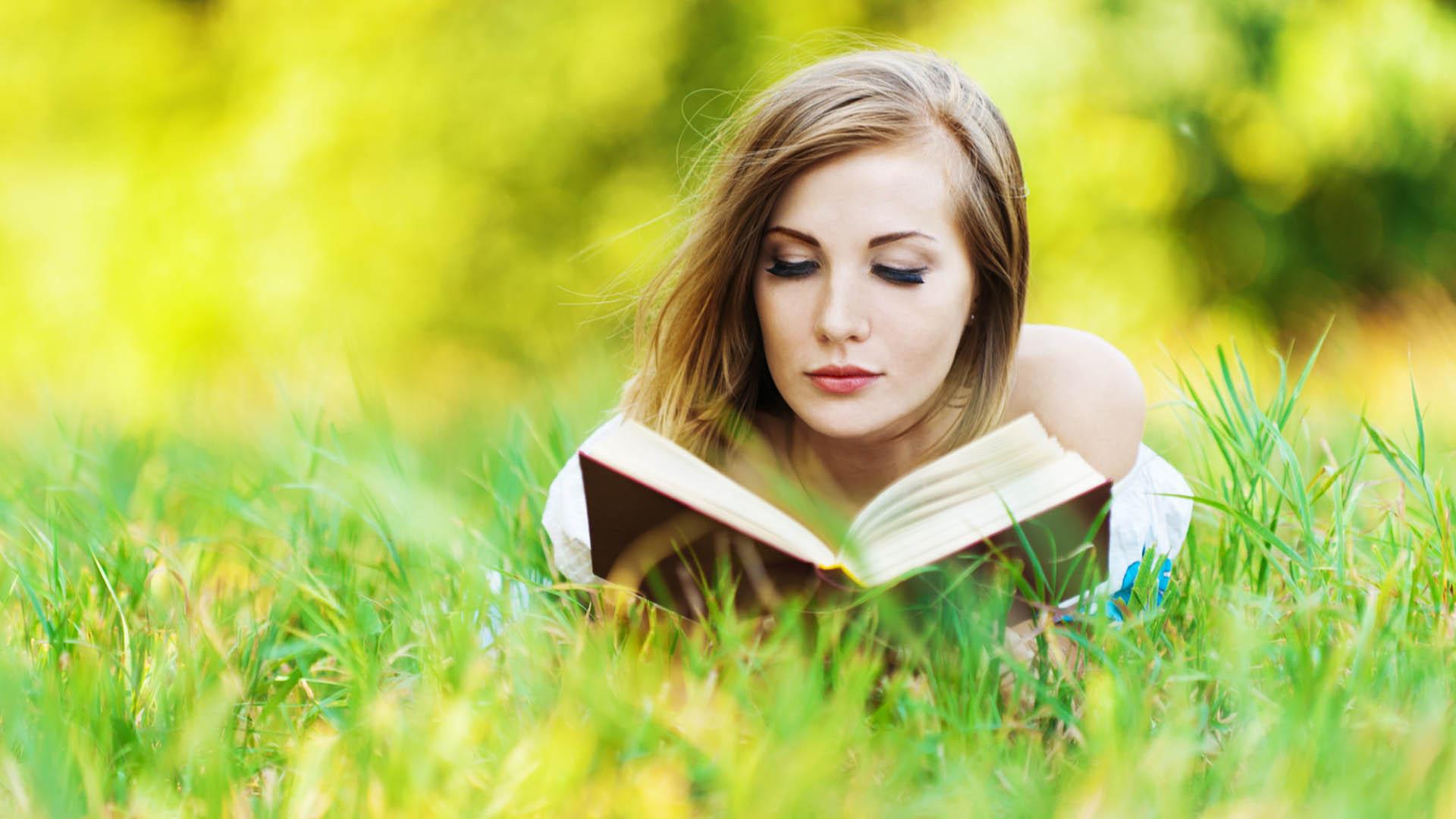 La Universidad de Toronto, Canadá aseguró, gracias a un estudio, que este tipo de lectura fomenta dicha habilidad social
