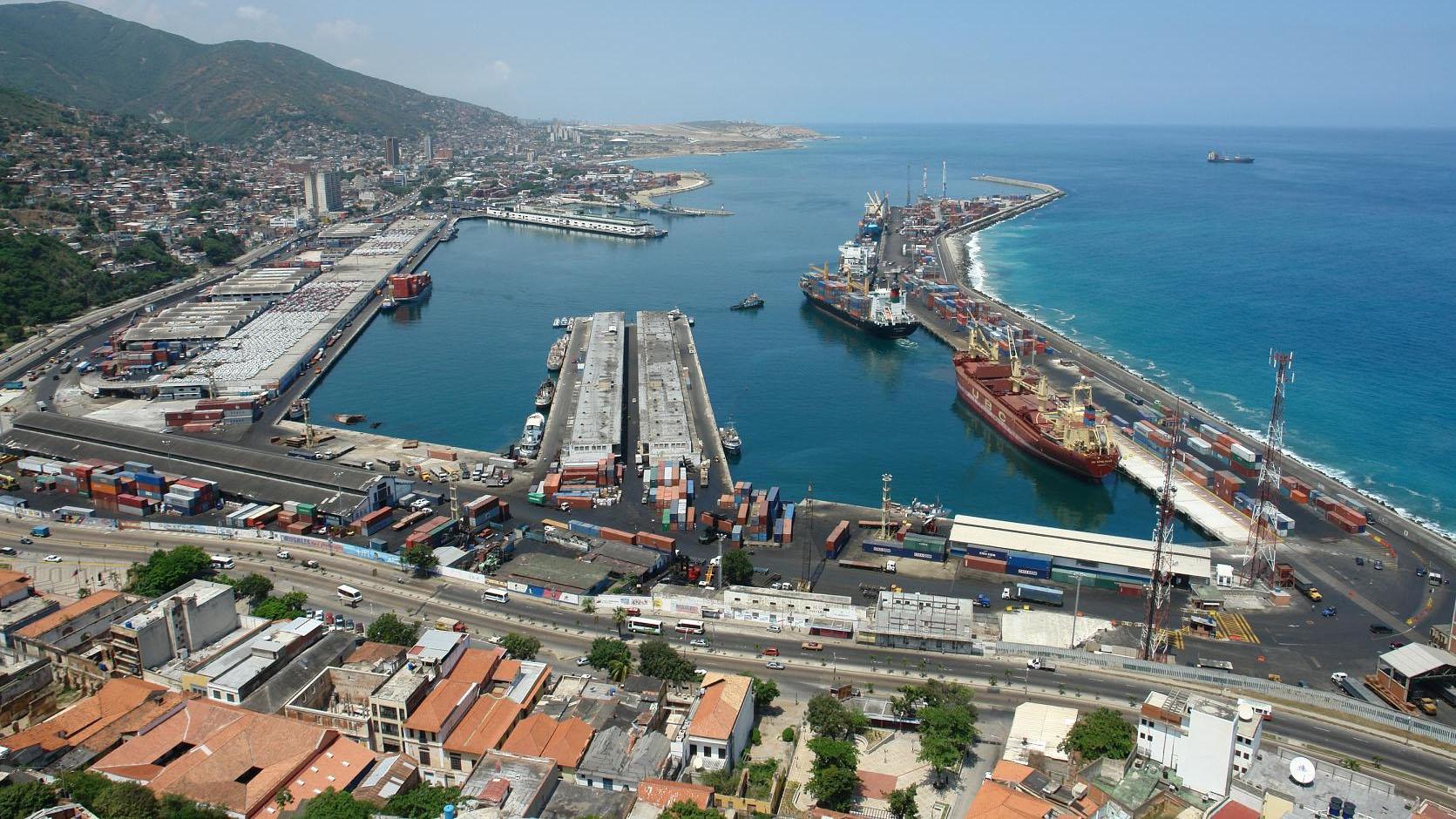 Arriban cinco buques al Puerto de Maracaibo