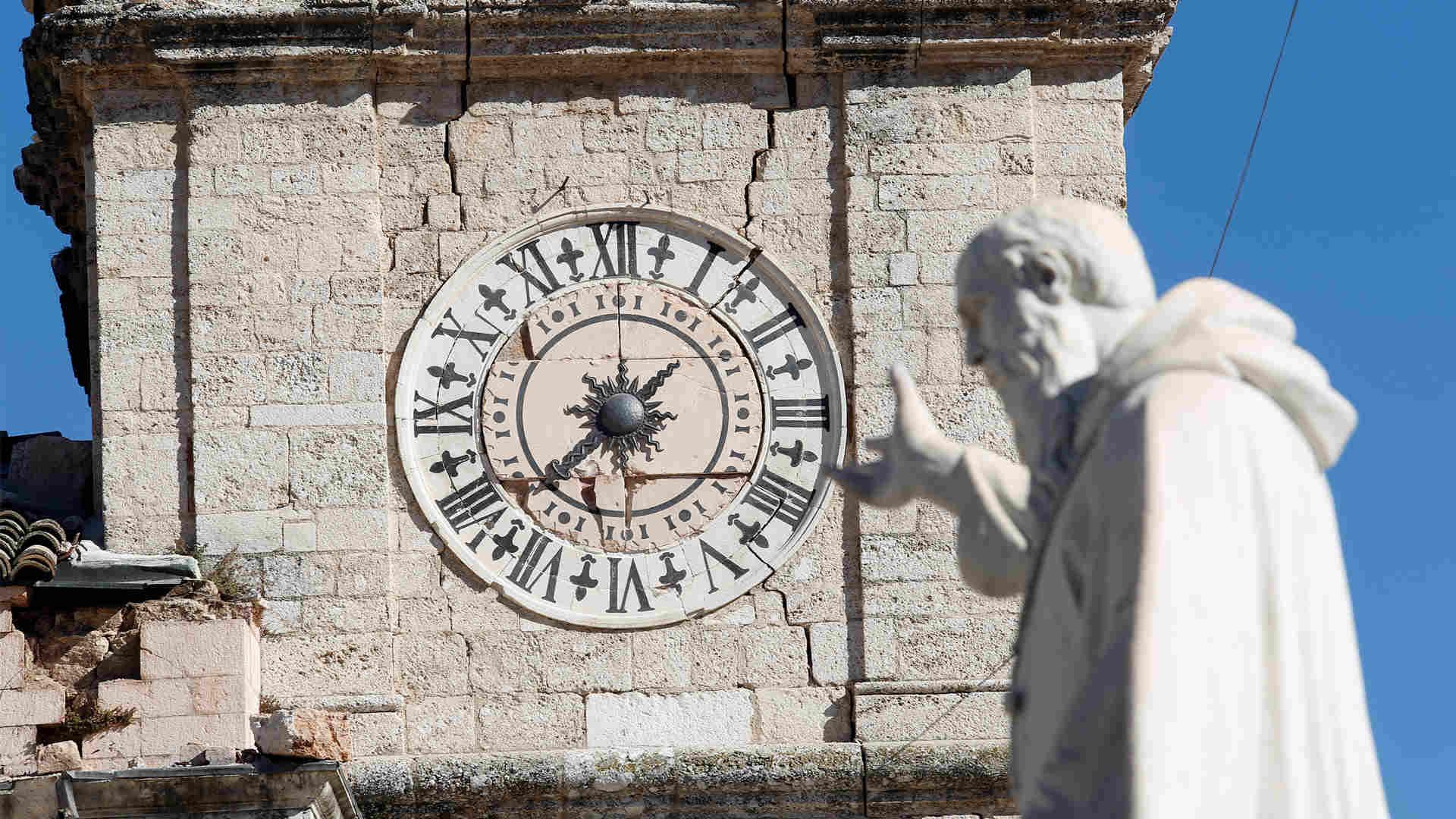 """El primer ministro, Matteo Renzi, se preocupará de que no haya """"ladrones"""" en la reparación de los daños causados por el terremoto"""