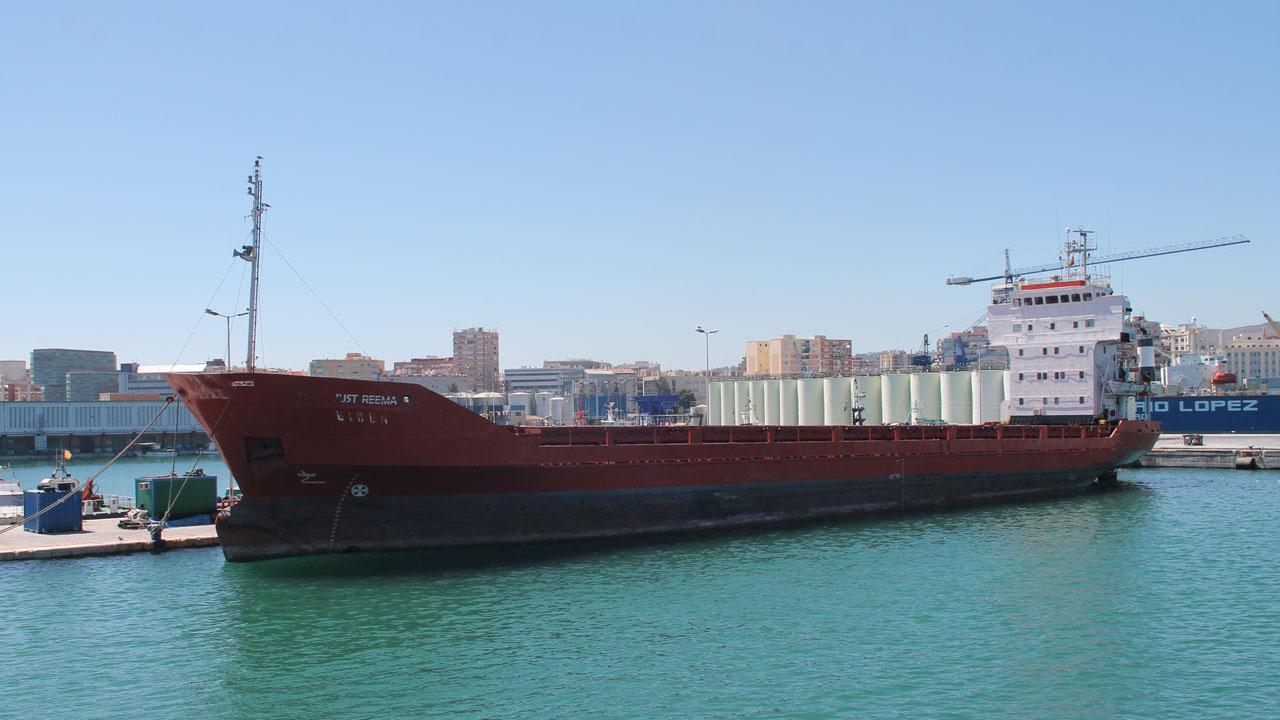 El buque Naftocement VXI, será subastado por un precio inicial de 574 mil euros luego de que fuera declarado como abandonado por autoridades españolas