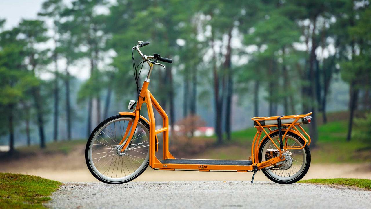 Se trata de una bicicleta que cuenta con cinta liptíca que activa todo el mecanismo con los pasos del usuario logrando alcanzar hasta 25 kilómetros por hora