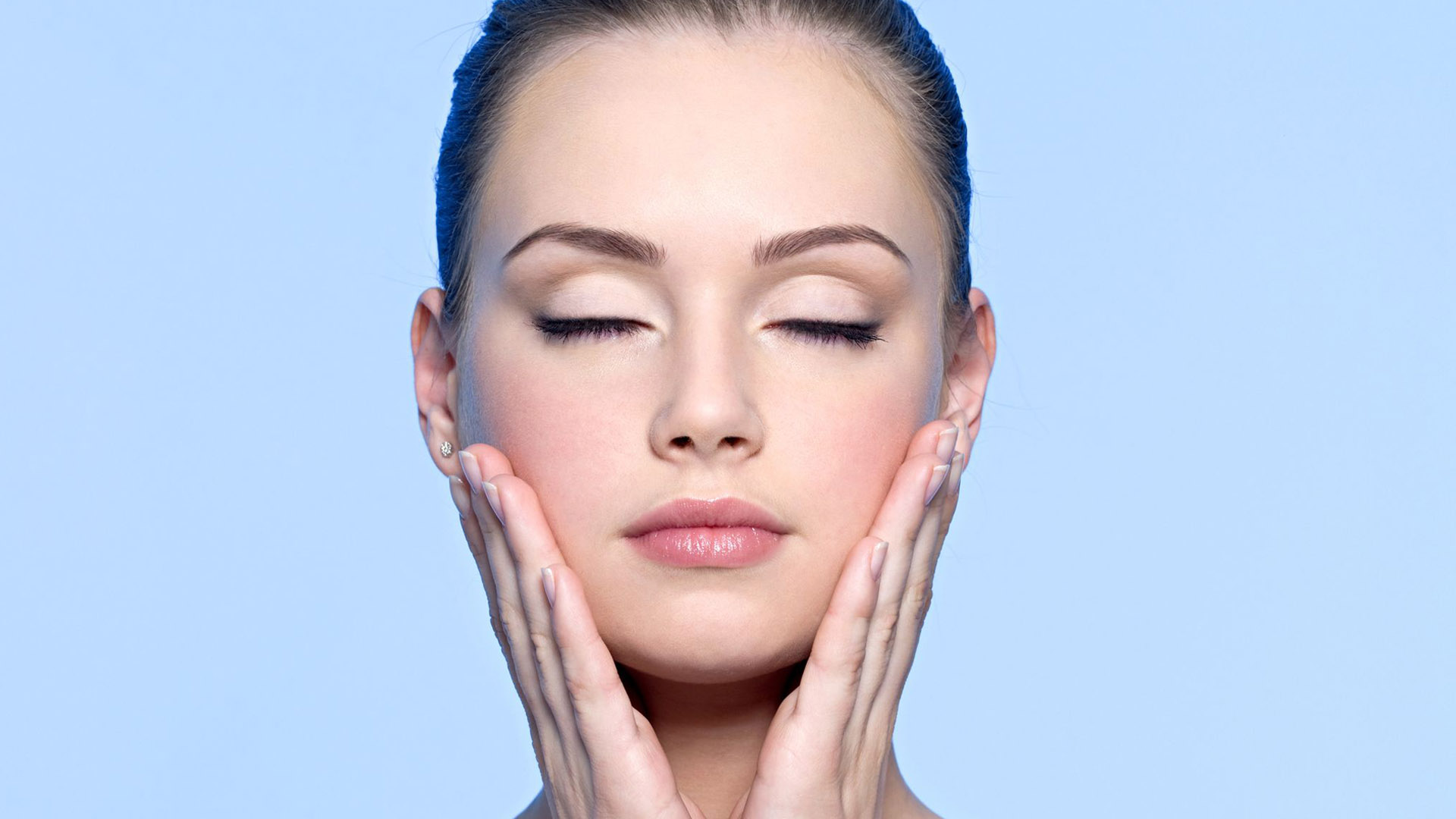 Una dieta balanceada es más eficiente que las cremas, maquillajes y tratamientos faciales usados con frecuencia para combatir las afecciones del rostro