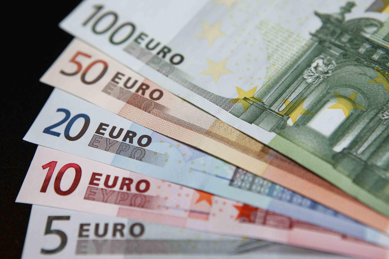 El presidente Mariano Rajoy se encuentra en discusiones con el Partido Socialista para llevar el salario a los 707 euros mensuales