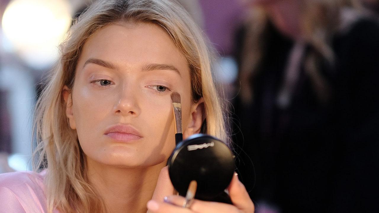 Esponja te quita el maquillaje al 100%