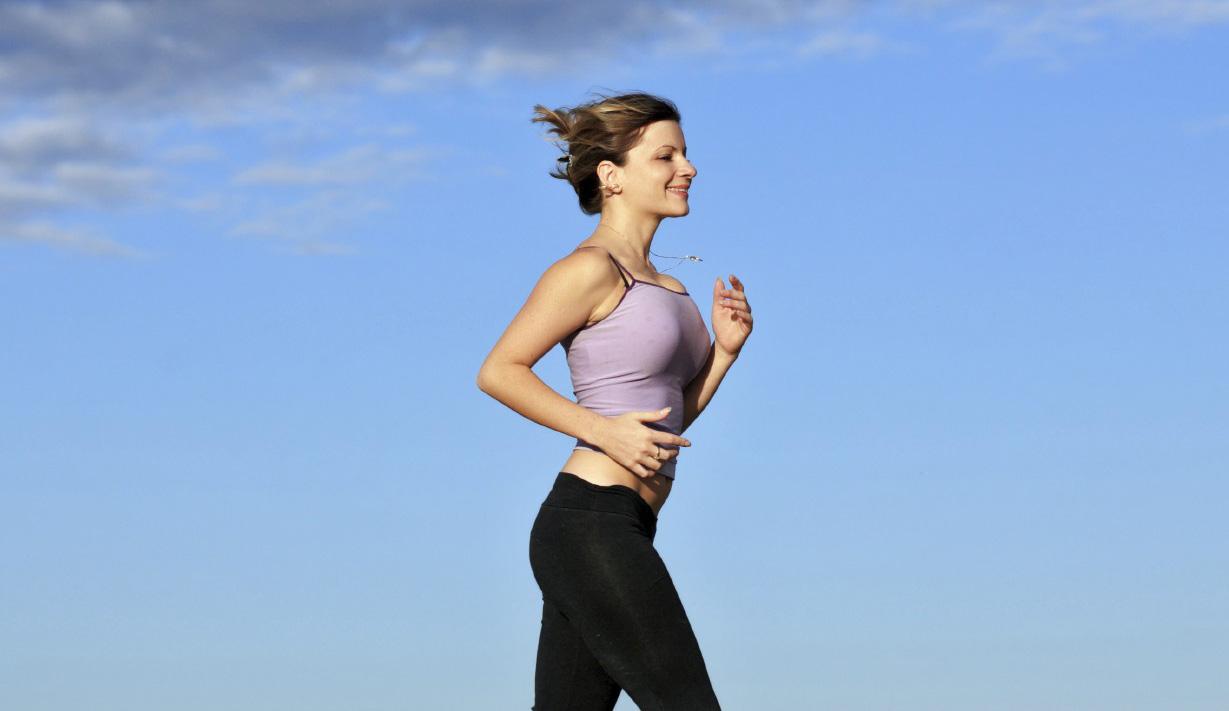 Aunque nos parezca incómodo es importante llevarlo puesto durante las actividades física para evitar la caída de las mamas y futuras lesiones