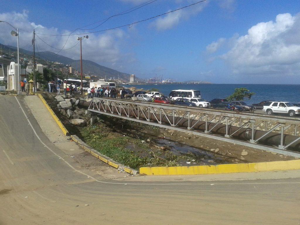 Para flujo vehicular en el sentido Macuto-La Guaira