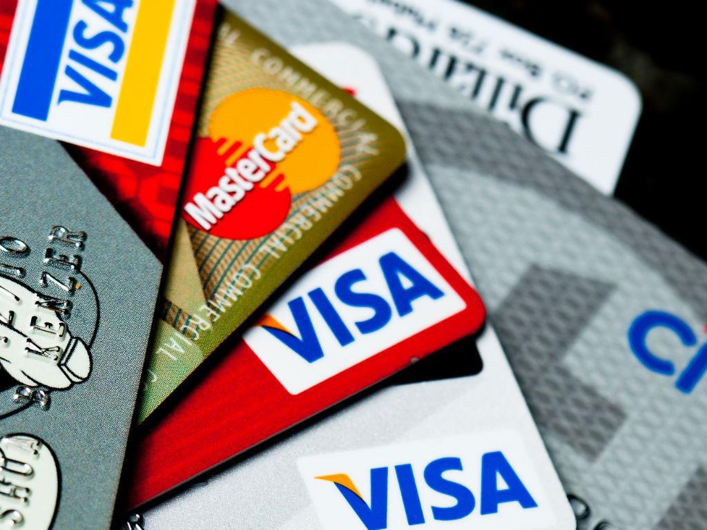 """La Embajada de EE.UU. informó que la tarifa para la solicitud de visa """"no inmigrante"""" deberá ser cancelada con dólares a través de tarjeta de crédito vía online"""