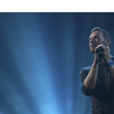 Coldplay y The Chainsmokers unen sus voces