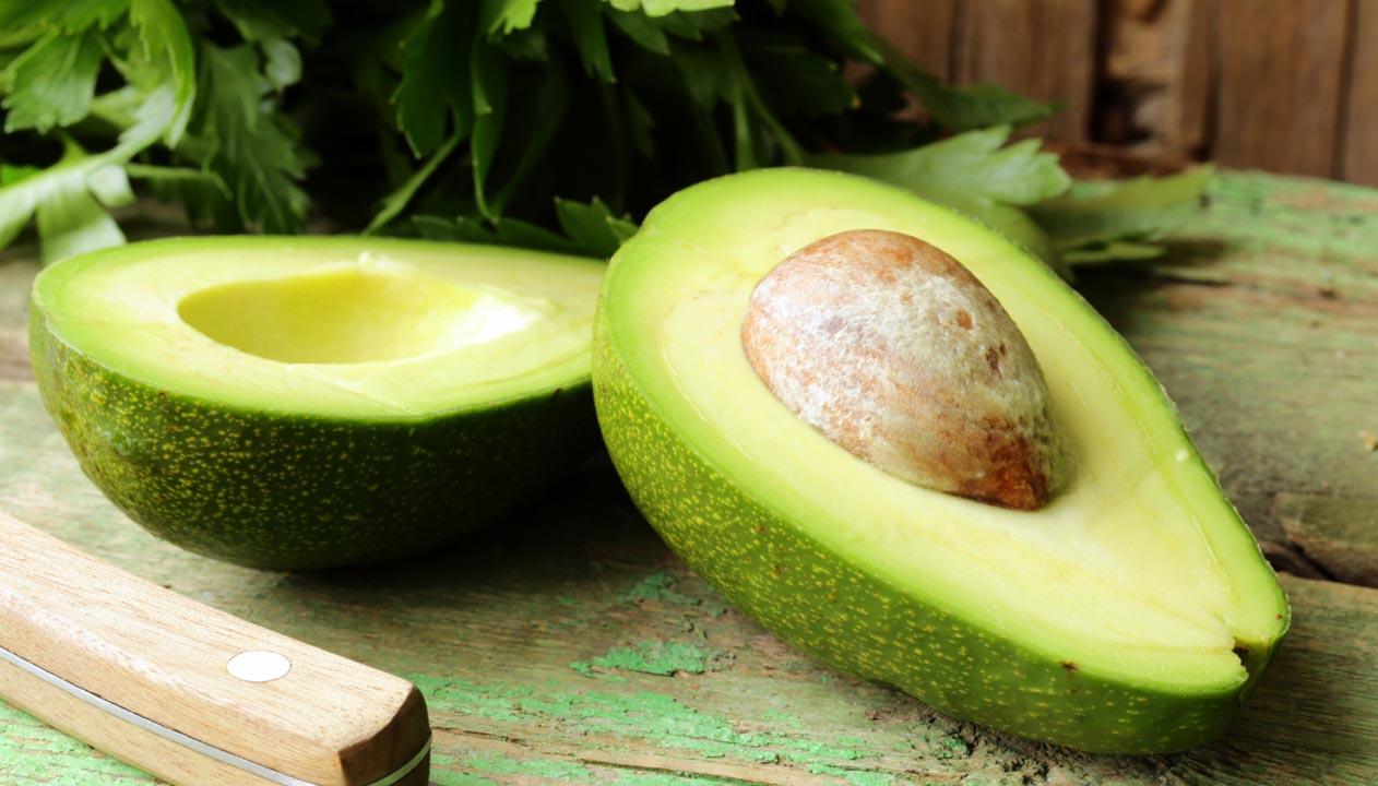 Este alimento en general aporta grandes beneficios para la salud y el bienestar del cuerpo humano, por lo que no se debe desechar ninguna parte