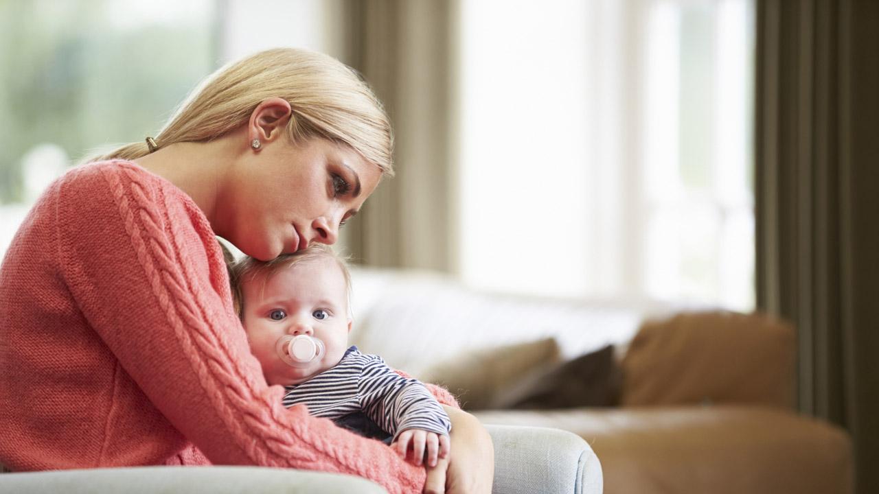 De acuerdo con la OMS, el entorno familiar y amistoso es la mejor medicina para combatir esta condición que 1 de cada 6 mujeres padecen luego de dar a luz