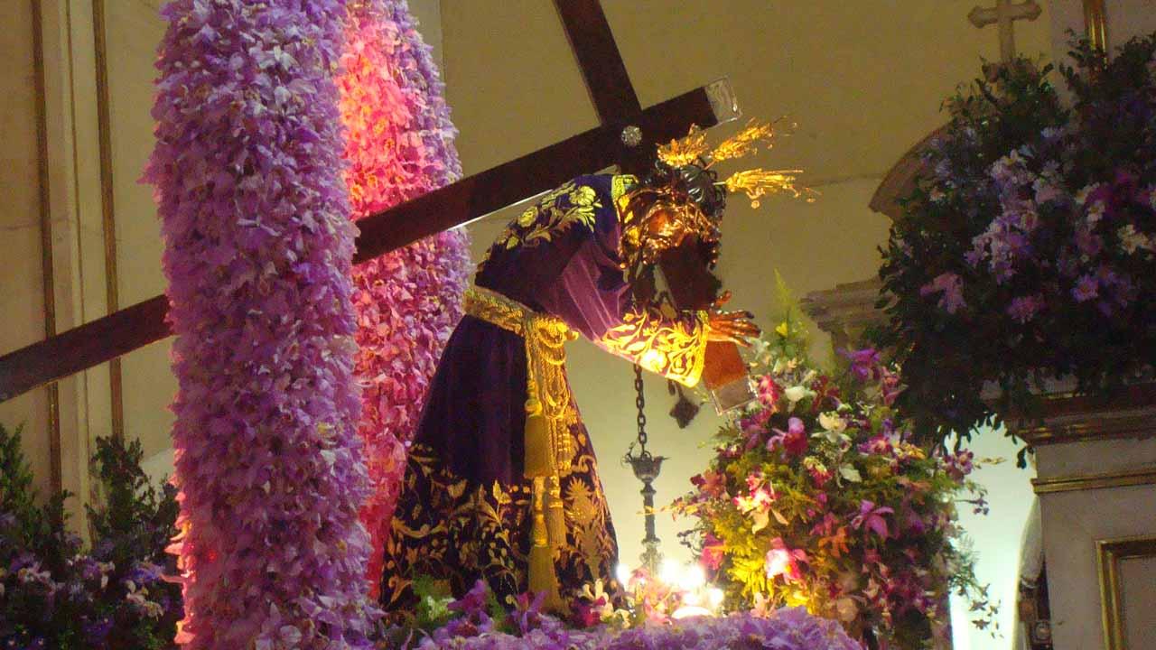 Cada año miles de personas vistan la Basílica de Santa Teresa para agradecer al Nazareno os favores concedidos