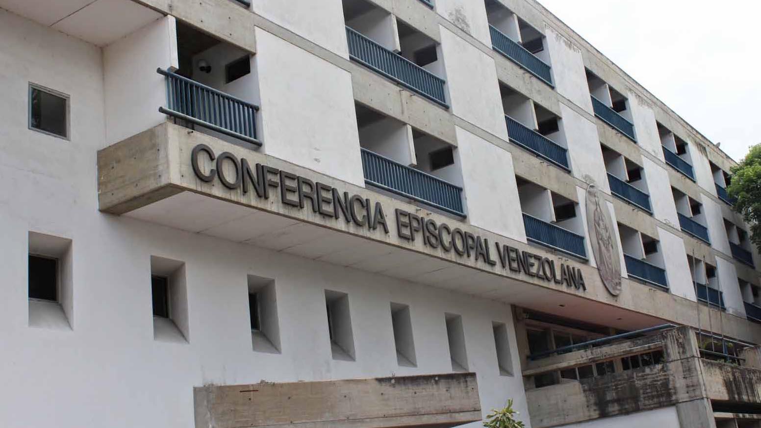 Los estudiantes rechazan la solicitud del presidente Maduro a una Asamblea Constituyente comunal, que atentaría contra la democracia y el restablecimiento del estado de derecho en Venezuela
