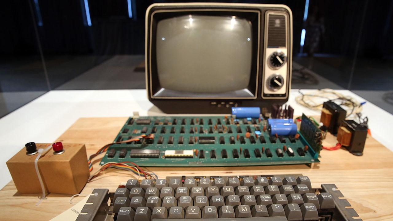 """De acuerdo con el director de la casa de subasta, lo que Steve Jobs ofreció como """"la primera computadora"""" podría ser adquirida por una suma de 335 mil dólares"""