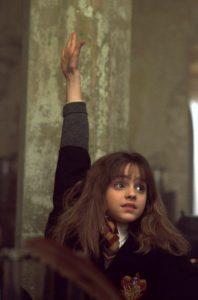 """""""¡Libros e inteligencia! Hay cosas más importantes, la amistad y la valentía"""", una de las frases de Granger"""